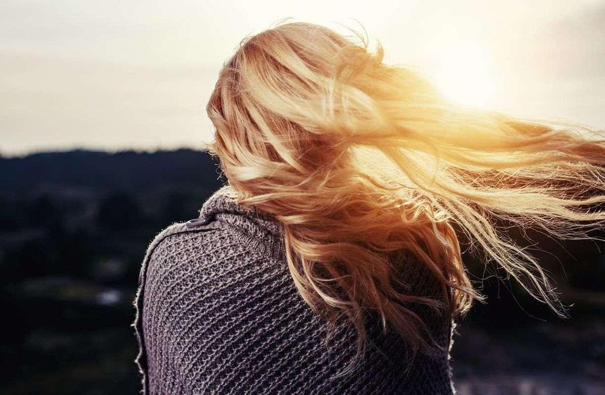 La caduta dei capelli in autunno, cause e rimedi