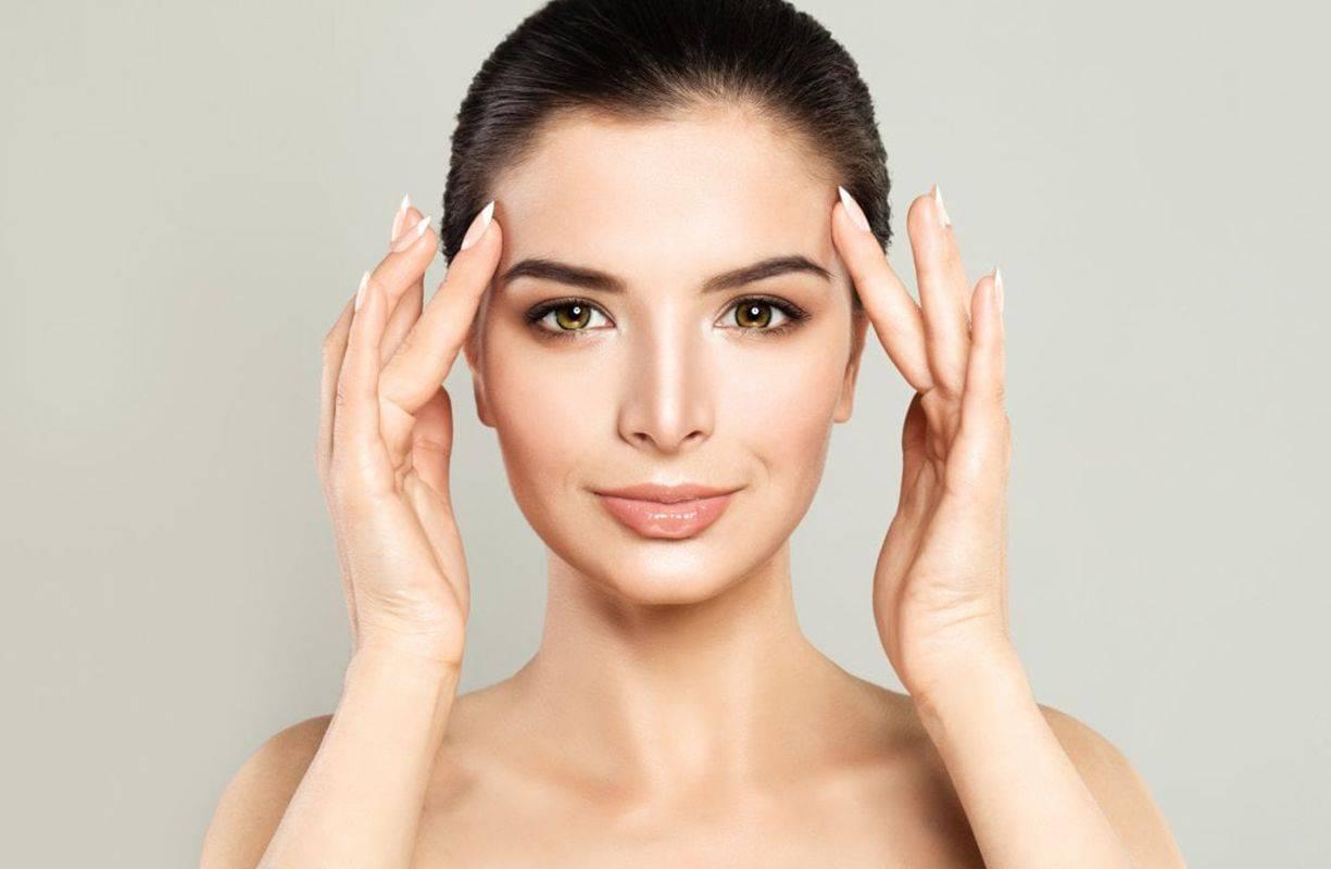 Trattamento di pulizia viso con maschera all'Alga Spirulina
