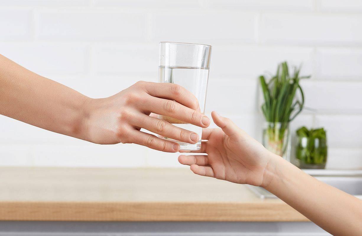 Bere tanta acqua fa bene: scopri perché