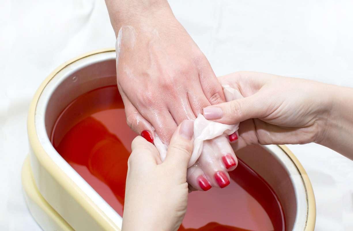 Fino al 30 OTTOBRE - Trattamento rigenerante mani con bagno di paraffina