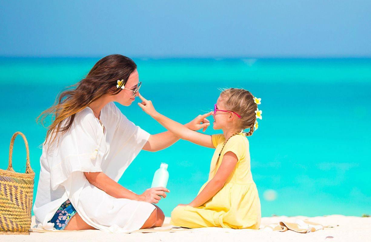 Come proteggere la pelle e gli occhi dai danni dei raggi solari