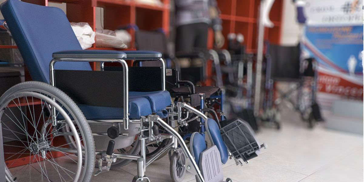 Noleggio stampelle e sedie a rotelle