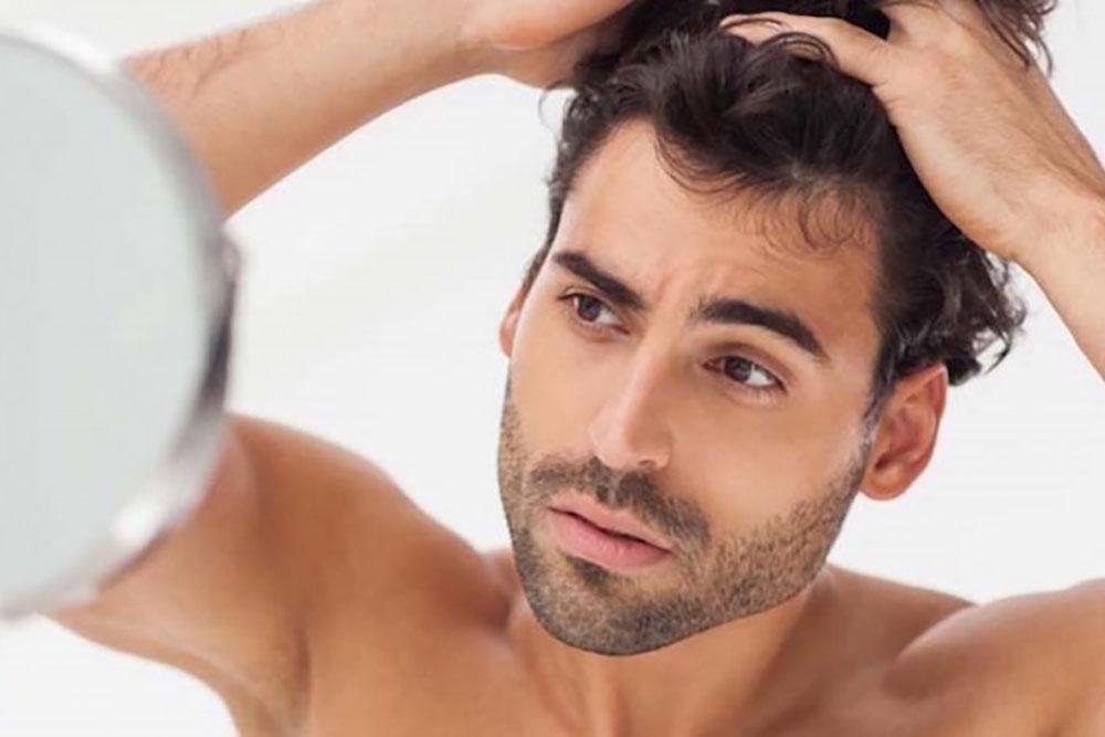 Trattamento di biostimolazione del cuoio capelluto con LED anti caduta e ricrescita